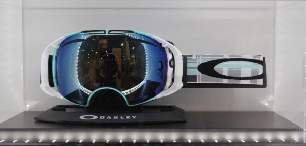 ski goggles oakley osw4  2013 Oakley Airbrake